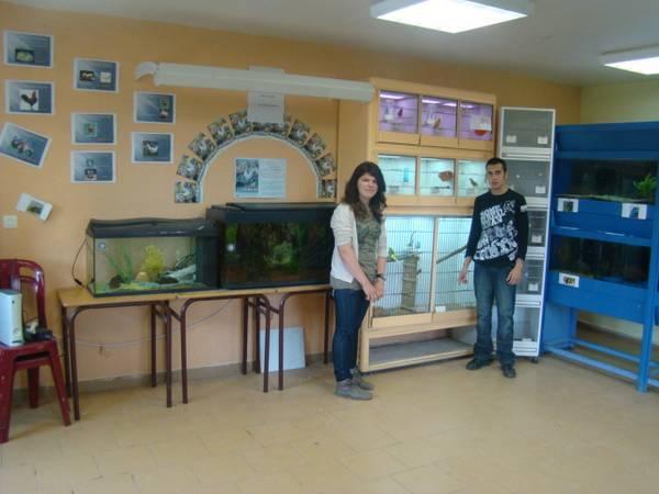 Les élèves dans l'animalerie de la MFR